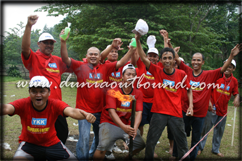 ykk indonesia, team building, motivasi, pelatihan motivasi, ykk zipco indinesia, dunia outbound, leadership, communication, outing, ykk