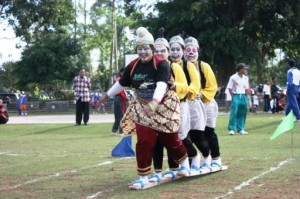 permainan outbound, outbound games, outing games, bakiak race, balapan bakiak, permainan outing