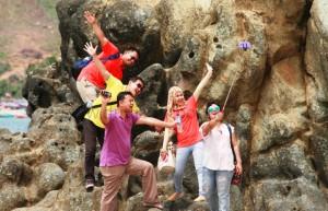 pantai kuta lombok, outbound di lombok, asuransi samsung tugu