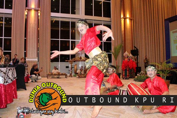 rampak gendang peserta outbound KPU