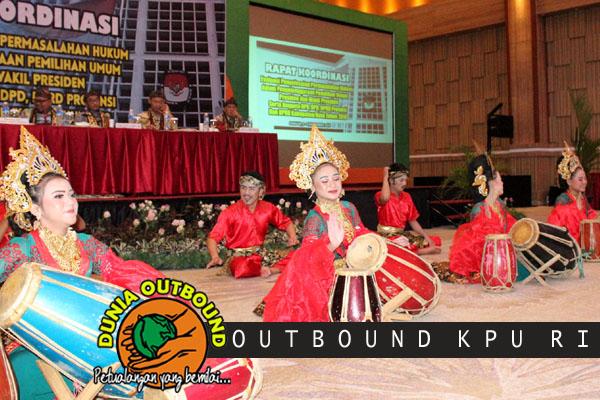TTarian Tradisional peserta Outbound KPU